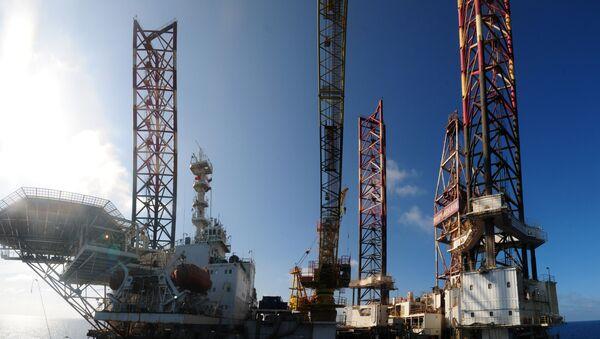 Giàn khoan nổi tự nâng dầu của Nga Murmanskaya ở Biển Đông - Sputnik Việt Nam
