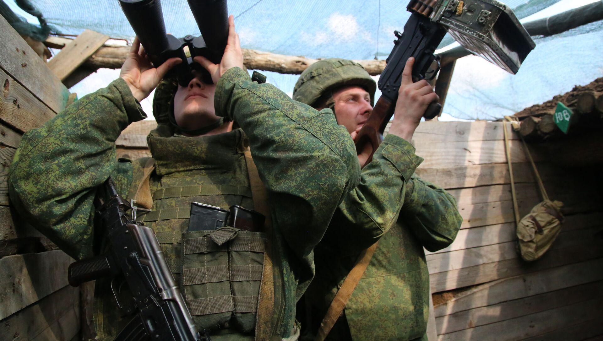 Các chiến binh của Cảnh sát nhân dân nước cộng hòa tự xưng DNR trên tuyến tiếp giáp - Sputnik Việt Nam, 1920, 21.06.2021