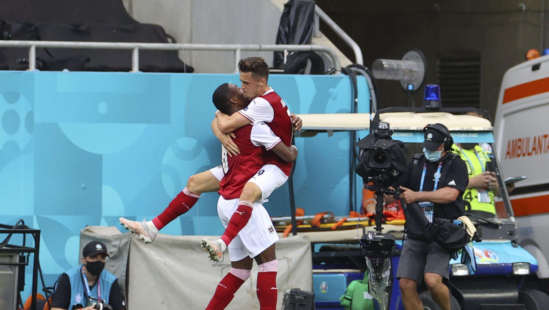 Các cầu thủ Áo vỡ òa vui sướng sau bàn thắng ghi được trong VCK EURO 2020 trước đội Ukraina - Sputnik Việt Nam, 1920, 22.06.2021