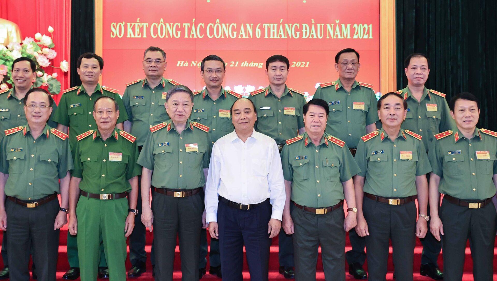 Chủ tịch nước Nguyễn Xuân Phúc dự Hội nghị sơ kết công tác Công an 6 tháng đầu năm 2021 - Sputnik Việt Nam, 1920, 22.06.2021