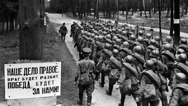 Các đơn vị di chuyển ra mặt trận từ Moskva, ngày 23/6/1941. - Sputnik Việt Nam
