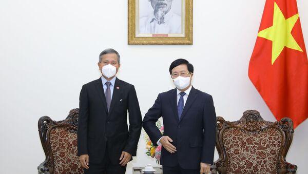 Phó Thủ tướng Phạm Bình Minh và Bộ trưởng Ngoại giao Singapore Vivian Balakrishnan tại buổi tiếp. - Sputnik Việt Nam