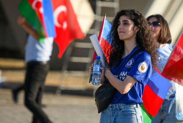 Một cổ động viên nữ của đội tuyển Thổ Nhĩ Kỳ trước lúc bắt đầu trận đấu của EURO-2020 ở Baku - Sputnik Việt Nam