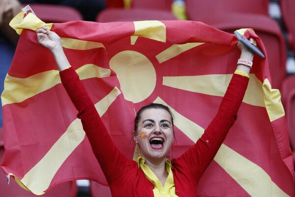 Fan nữ Bắc Macedonia trước trận bảng C của EURO-2020 giữa Bắc Macedonia và Hà Lan - Sputnik Việt Nam