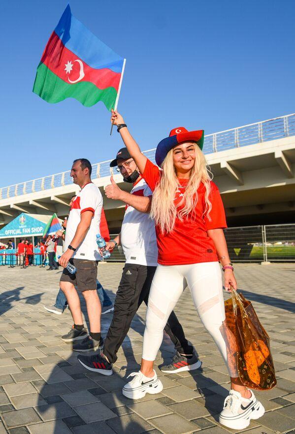 Các cổ động viên Thổ Nhĩ Kỳ trước lúc bắt đầu trận đấu thuộc lượt 2 vòng bảng của EURO-2020 giữa hai đội tuyển Thổ Nhĩ Kỳ và Xứ Wales - Sputnik Việt Nam