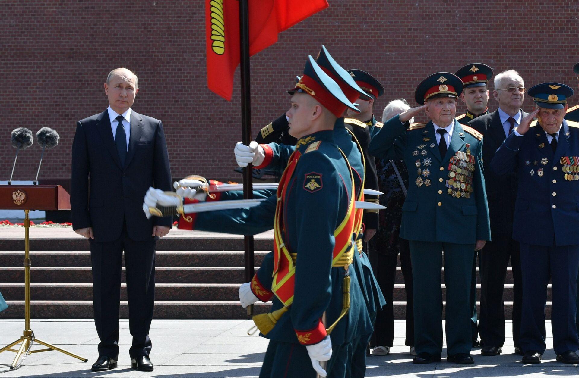 Putin: Người dân Nga sẽ làm mọi thứ để đưa đất nước trở thành cường quốc - Sputnik Việt Nam, 1920, 22.06.2021
