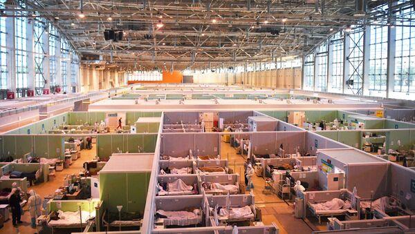 Điều trị bệnh nhân COVID-19 trong bệnh viện tạm thời VDNKh ở Moskva. - Sputnik Việt Nam