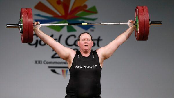 Vận động viên cử tạ chuyển giới New Zealand Laurel Hubbard. - Sputnik Việt Nam