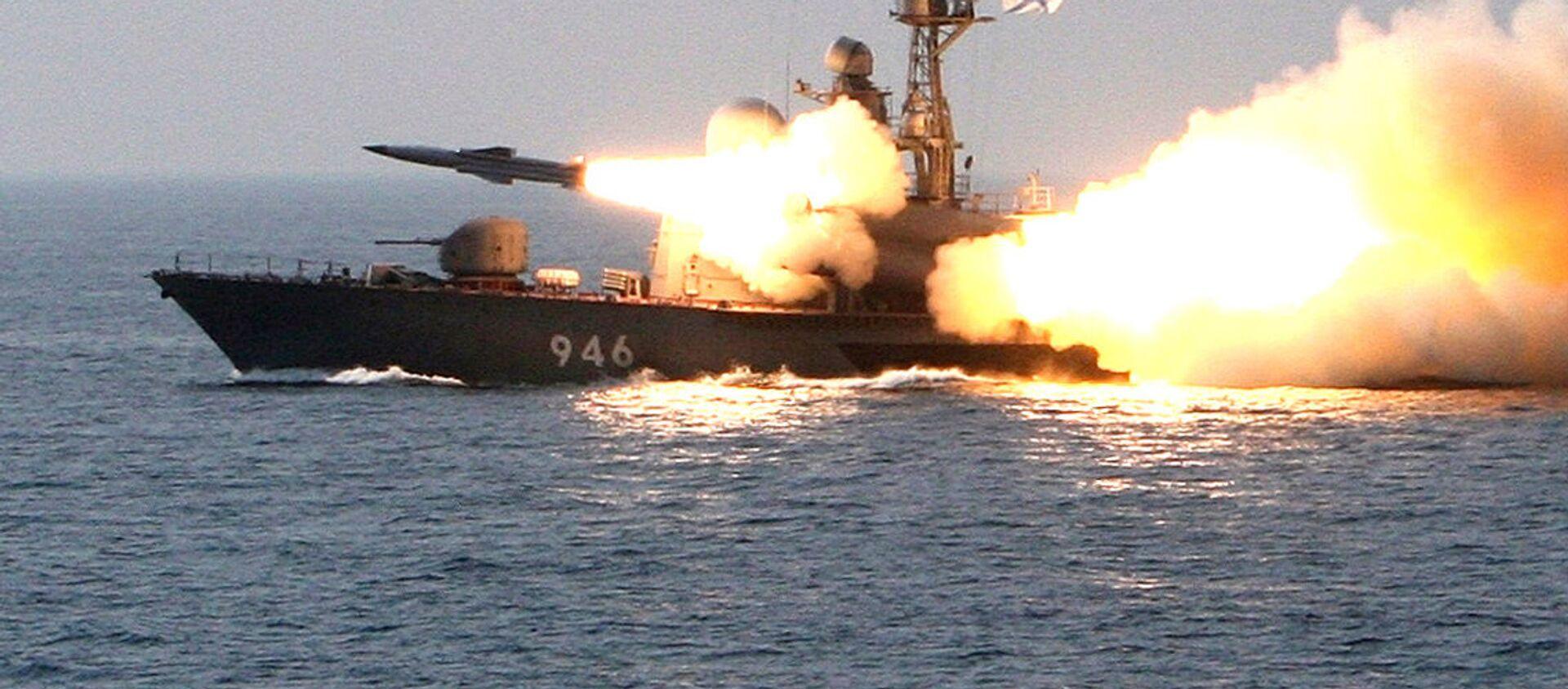 Phóng tên lửa chống hạm siêu thanh từ tàu tên lửa. - Sputnik Việt Nam, 1920, 23.06.2021