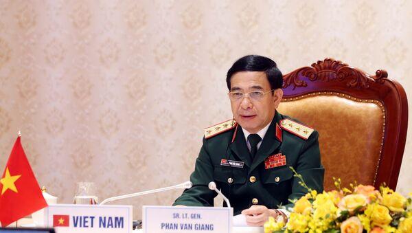 Thượng tướng Phan Văn Giang, Ủy viên Bộ Chính trị, Phó Bí thư Quân ủy Trung ương, Bộ trưởng Bộ Quốc phòng phát biểu tại hội nghị trực tuyến An ninh Quốc tế Moskva (Liên Bang Nga) lần thứ 9. - Sputnik Việt Nam