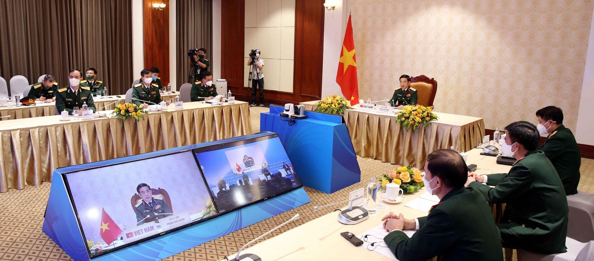Thượng tướng Phan Văn Giang, Ủy viên Bộ Chính trị, Phó Bí thư Quân ủy Trung ương, Bộ trưởng Bộ Quốc phòng tham dự và phát biểu tại hội nghị trực tuyến An ninh Quốc tế Moscow (Liên Bang Nga) lần thứ 9. - Sputnik Việt Nam, 1920, 24.06.2021
