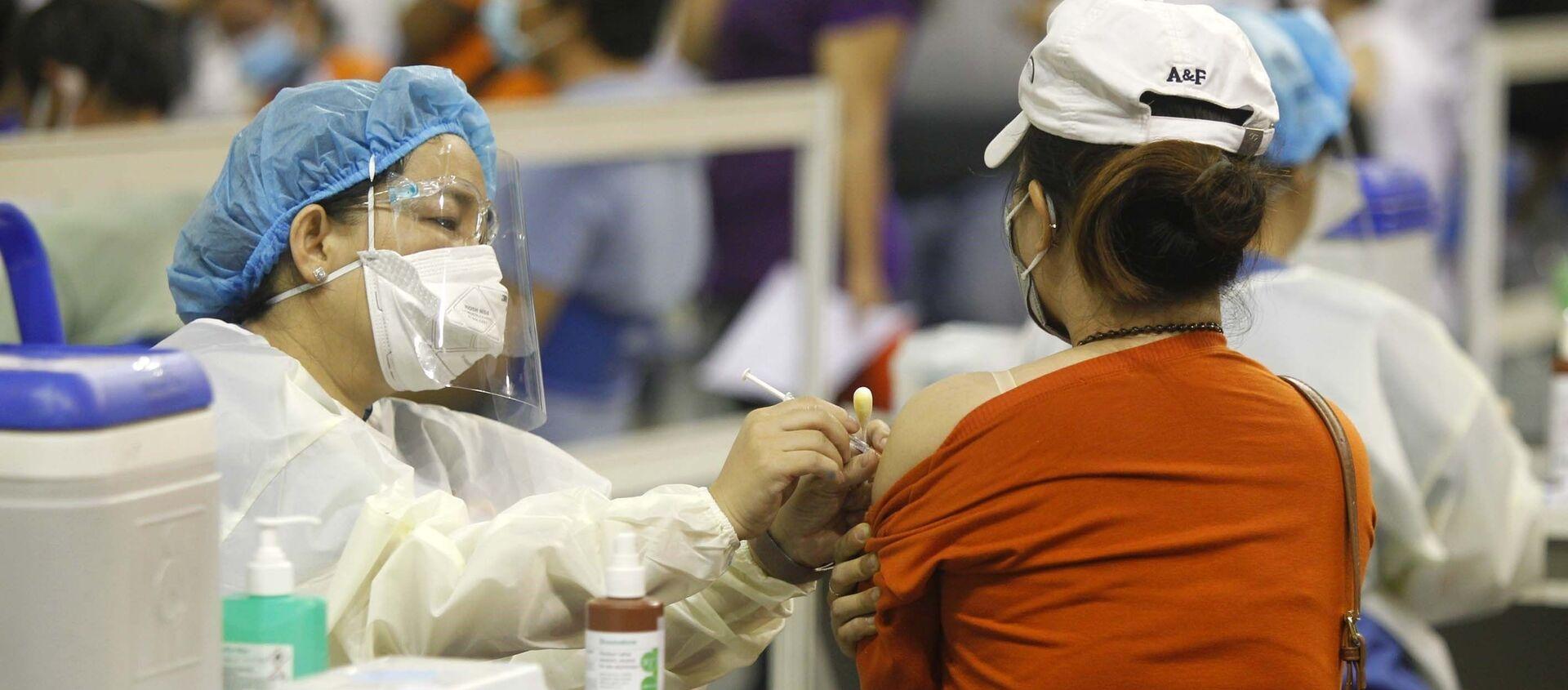 Người lao động Thành phố Hồ Chí Minh được tiêm vaccine phòng COVID-19. - Sputnik Việt Nam, 1920, 06.07.2021