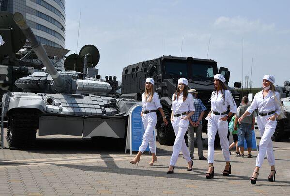Triển lãm quốc tế về vũ khí và thiết bị quân sự «MILEX-2021» tại Minsk - Sputnik Việt Nam
