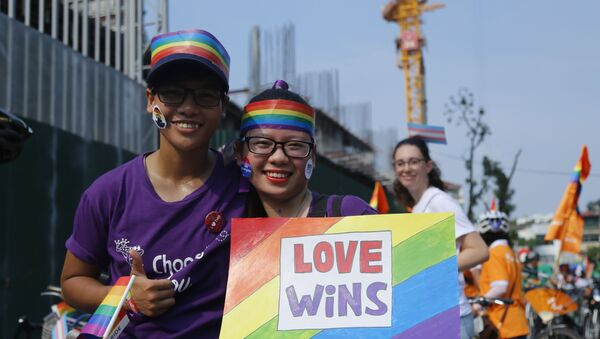 Những người tham gia cuộc tuần hành xe đạp ủng hộ người đồng tính tại Hà Nội, Việt Nam, 2017 - Sputnik Việt Nam