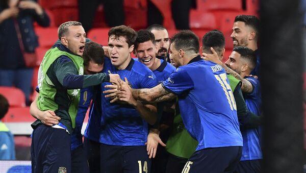 Trận đấu vòng 1/8 của Giải Vô địch Bóng đá châu Âu EURO 2020 giữa đội tuyển Ý và đội tuyển Áo - Sputnik Việt Nam