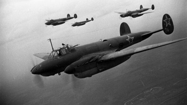 Máy bay ném bom Pe-2 của Liên Xô - Sputnik Việt Nam
