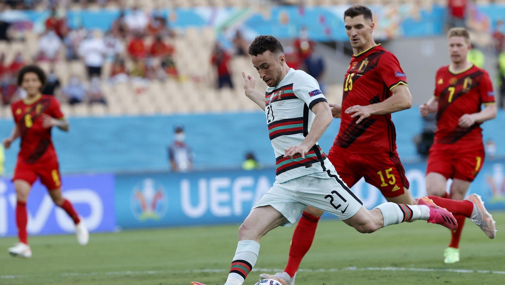 Các cầu thủ Bỉ và Bồ Đào Nha trong trận đấu tại Euro 2020 - Sputnik Việt Nam, 1920, 28.06.2021