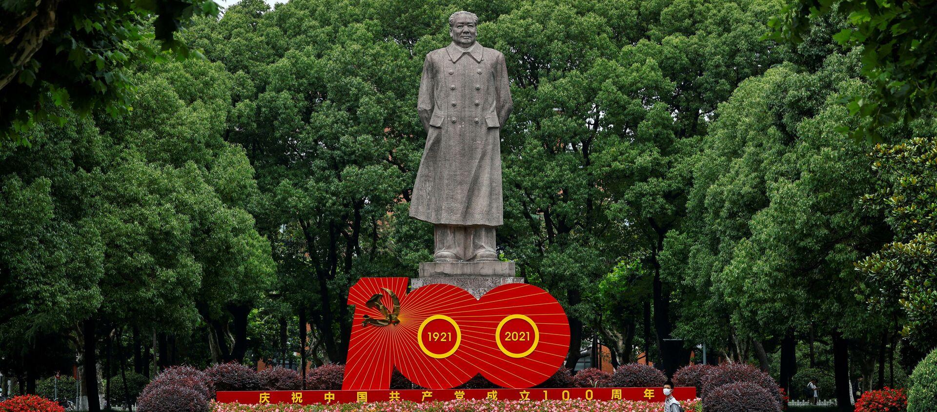 Tượng lãnh tụ Trung Quốc Mao Trạch Đông và tác phẩm sắp đặt nhân kỷ niệm 100 năm Ngày thành lập Đảng Cộng sản Trung Quốc - Sputnik Việt Nam, 1920, 01.07.2021