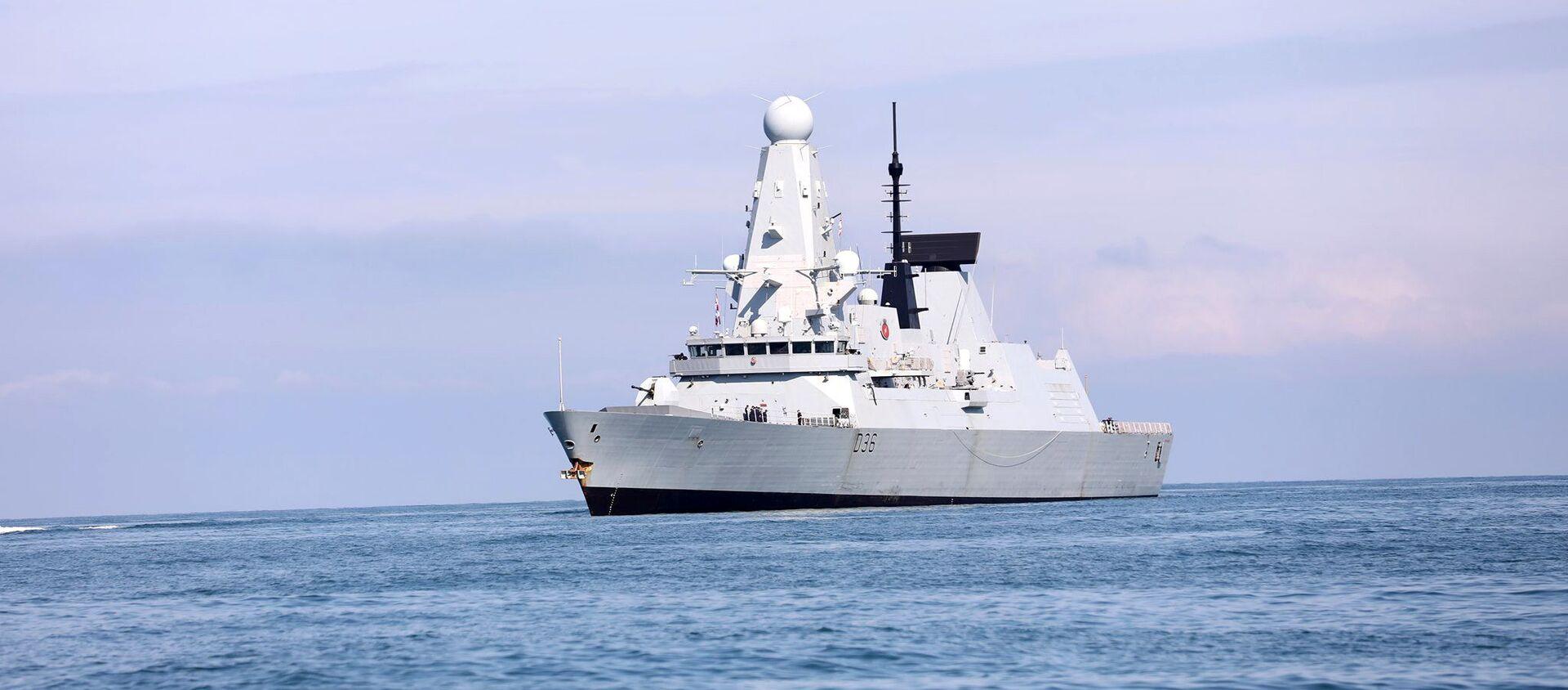 Tàu chiến HMS Defender của Hải quân Hoàng gia Anh tiếp cận cảng Biển Đen của Batumi, Georgia, ngày 26/6/2021 - Sputnik Việt Nam, 1920, 22.07.2021