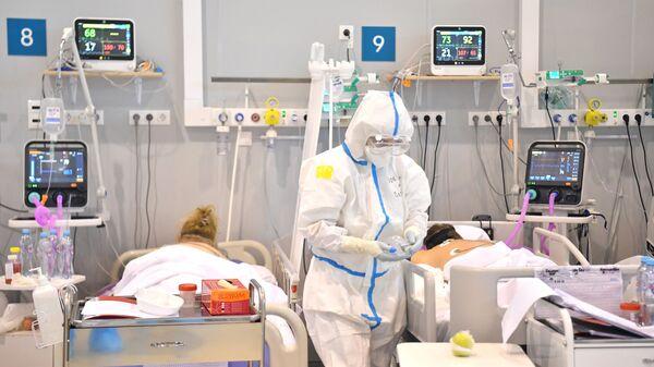 Điều trị bệnh nhân bị COVID-19 trong bệnh viện dự bị tại VDNKh - Sputnik Việt Nam