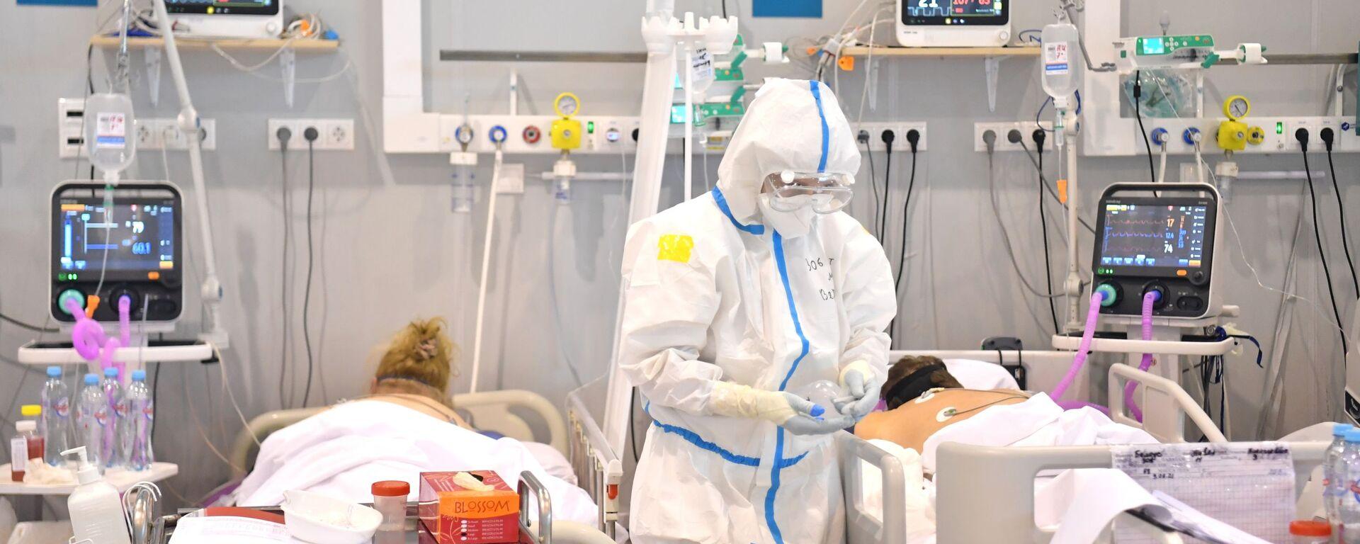 Điều trị bệnh nhân bị COVID-19 trong bệnh viện dự bị tại VDNKh - Sputnik Việt Nam, 1920, 24.07.2021