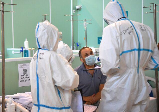 Điều trị bệnh nhân bị COVID-19 trong bệnh viện dự bị tại VDNKh