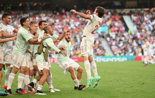 Các cầu thủ Tây Ban Nha sau bàn thắng vào lưới Croatia tại VCK EURO 2020 - Sputnik Việt Nam