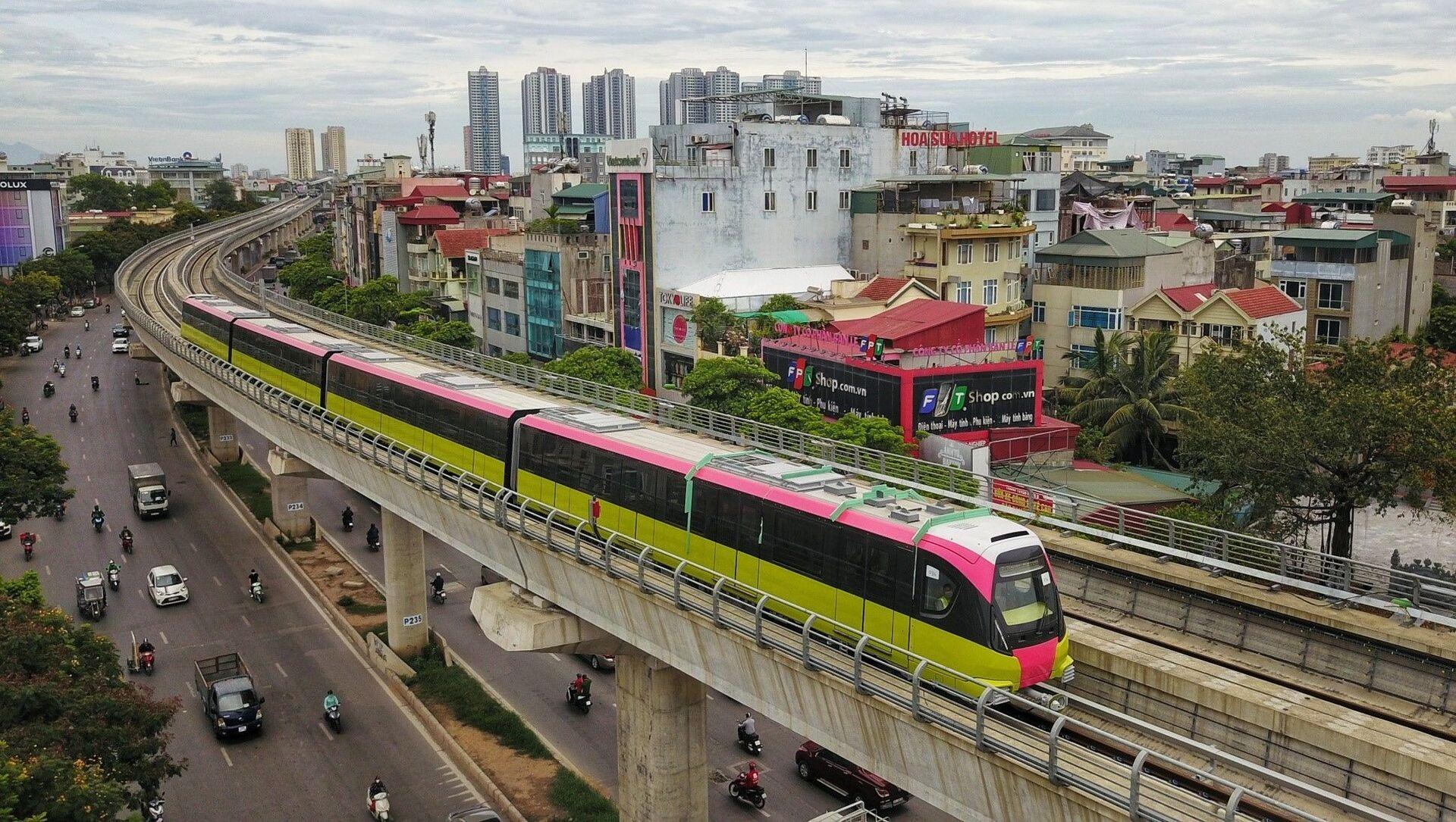 Đoàn tàu chạy qua tuyến đường Nhổn - Ga Hà Nội (đoạn trên cao dài 8,5km từ Nhổn đến Đại học Giao thông vận tải). - Sputnik Việt Nam, 1920, 18.08.2021