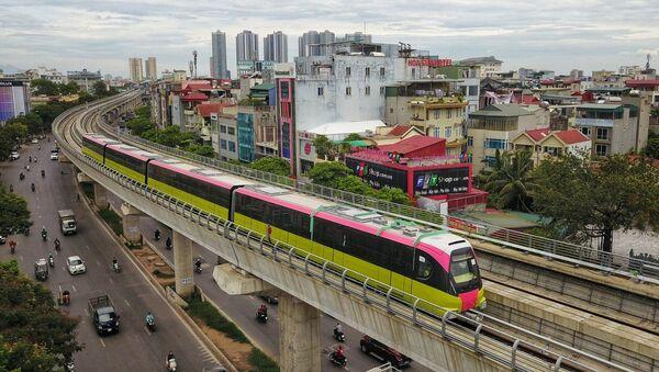 Đoàn tàu chạy qua tuyến đường Nhổn - Ga Hà Nội (đoạn trên cao dài 8,5km từ Nhổn đến Đại học Giao thông vận tải). - Sputnik Việt Nam