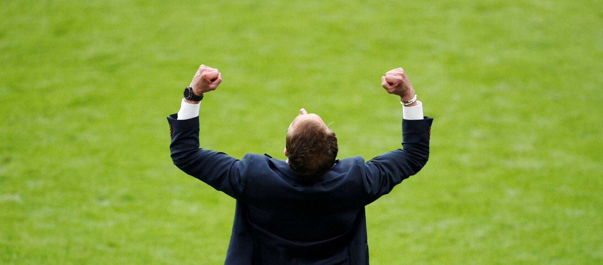 Trận đấu thuộc vòng 16 Euro 2020 - Huấn luyện viên đội tuyển Anh Gareth Southgate ăn mừng chiến thắng của đội tuyển trước Đức tại sân vận động Wembley ở London, Anh ngày 29 tháng 6 năm 2021 - Sputnik Việt Nam, 1920, 02.07.2021