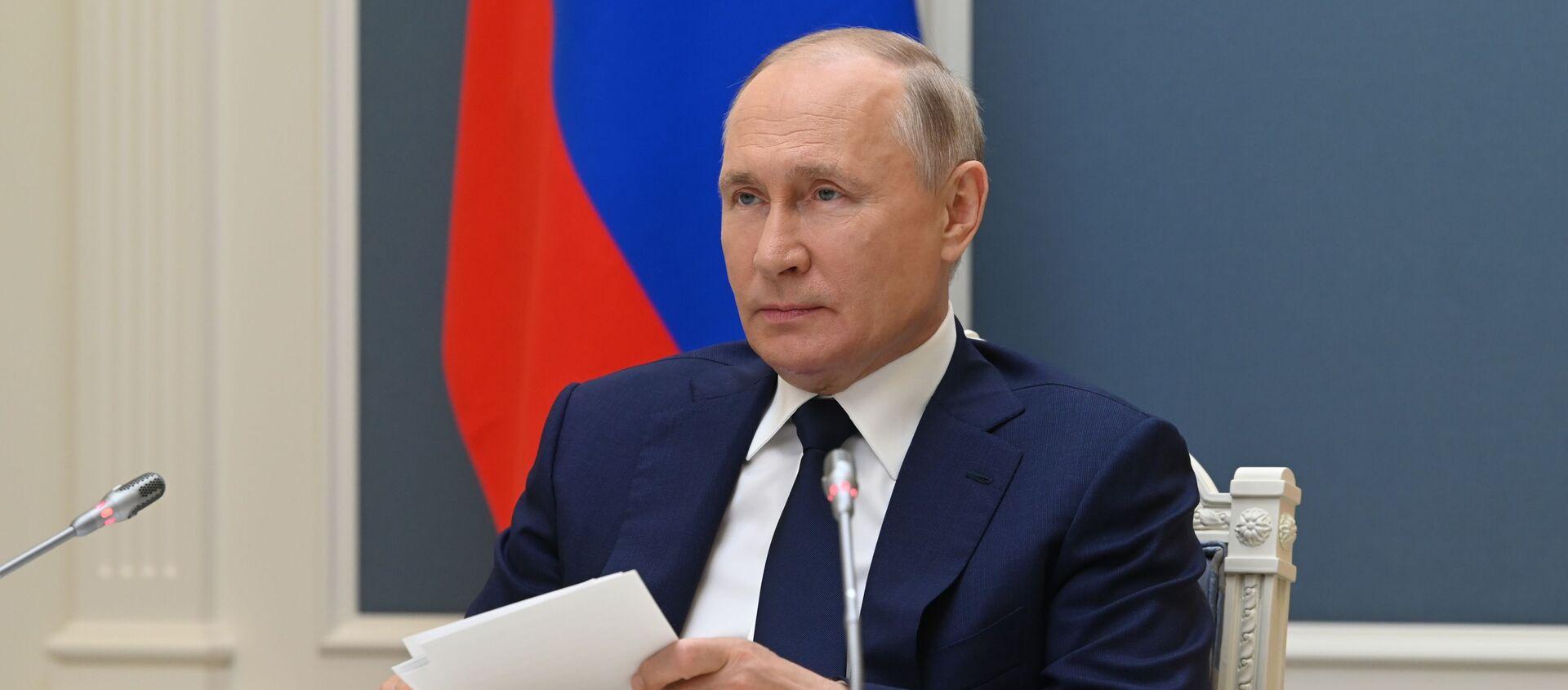 Tổng thống Nga V.Putin tham dự Diễn đàn lần thứ VIII về các khu vực của Nga và Belarus - Sputnik Việt Nam, 1920, 04.07.2021