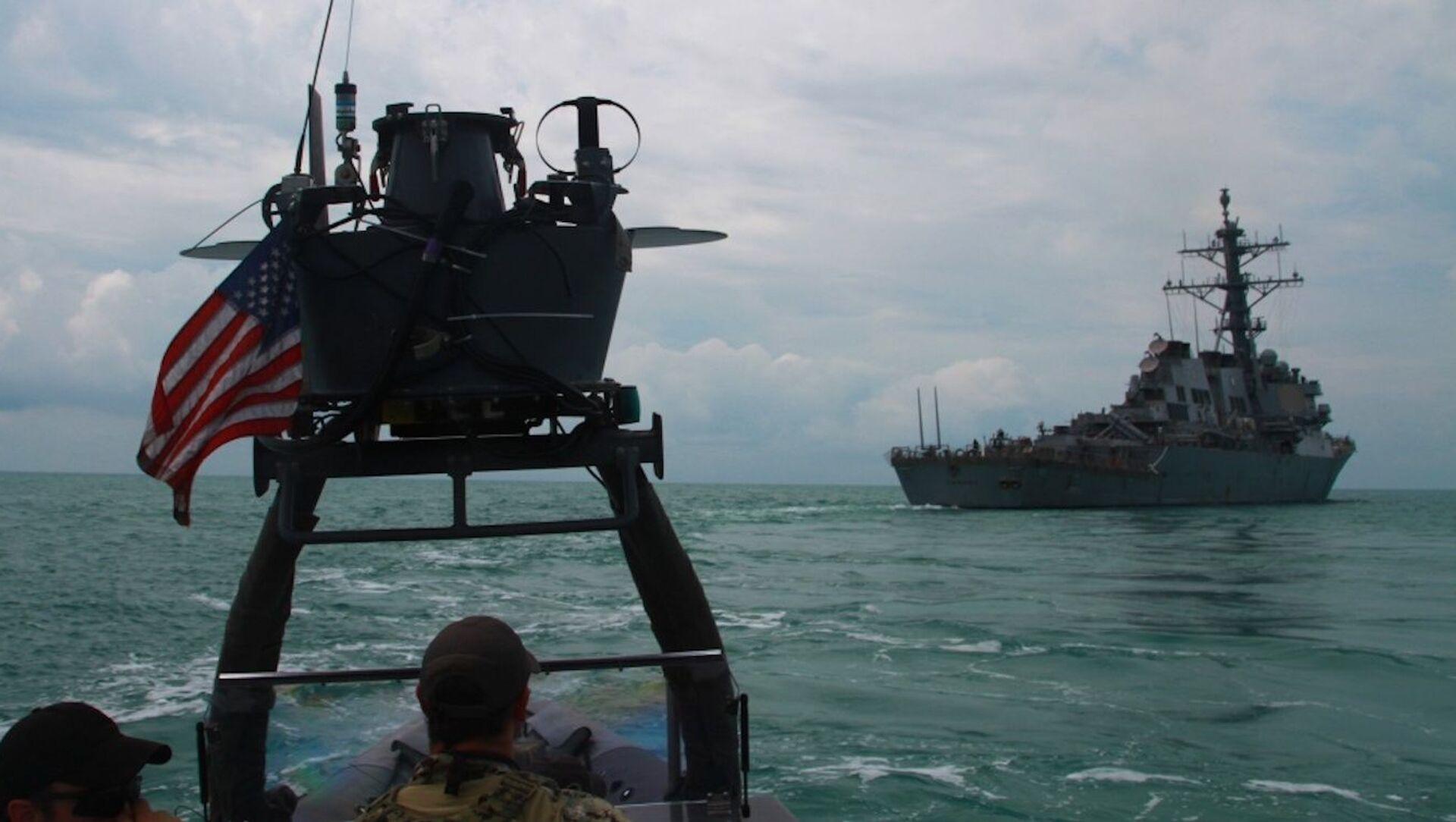 Khu trục hạm USS Carney của Mỹ trong cuộc tập trận ở Biển Đen - Sputnik Việt Nam, 1920, 06.07.2021