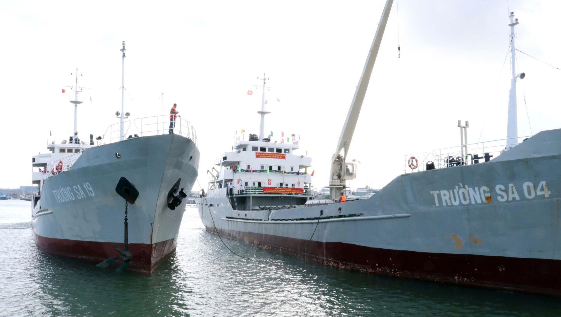 Tàu Trường Sa 19 và Trường Sa 04 đưa Tổ Bầu cử sớm trên biển trở về cập cảng Lữ đoàn 171 Hải quân. - Sputnik Việt Nam, 1920, 06.07.2021