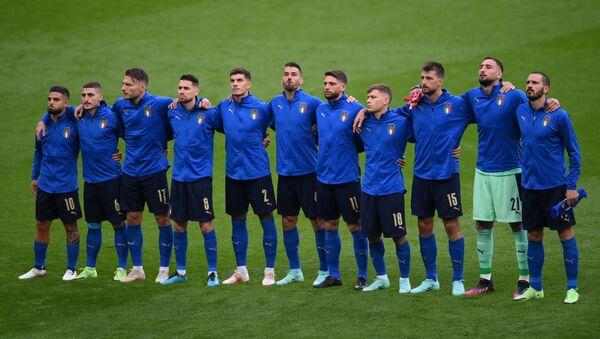 Các cầu thủ Ý trước trận đấu bóng đá UEFA EURO 2020 tại Sân vận động Wembley ở London - Sputnik Việt Nam