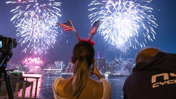 Pháo hoa trong lễ kỷ niệm Ngày Độc lập Hoa Kỳ ở New York - Sputnik Việt Nam