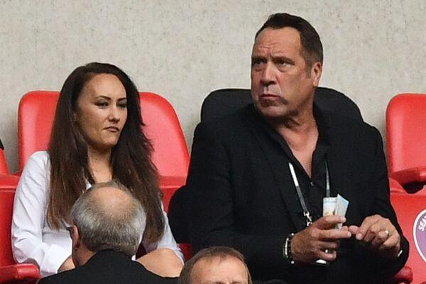 David Seaman xem trận đấu bóng đá diễn ra trên Sân vận động Wembley, London - Sputnik Việt Nam