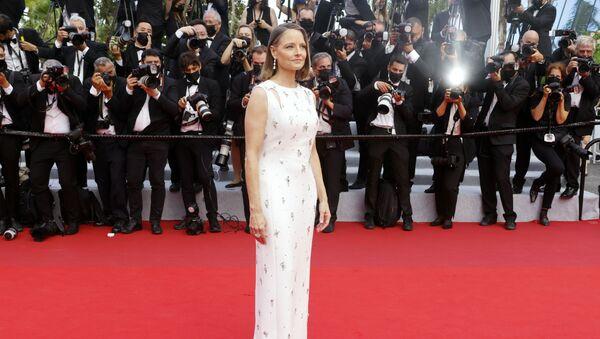 Nữ nghệ sĩ Jodie Foster trên thảm đỏ trong lễ khai mạc Liên hoan phim Cannes lần thứ 74 - Sputnik Việt Nam