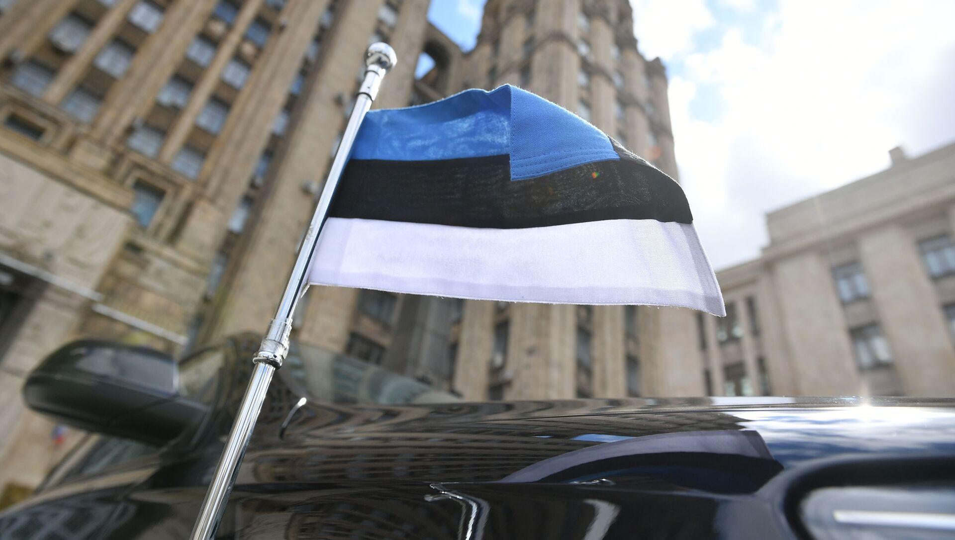 Xe của đại sứ Estonia bên ngoài tòa nhà Bộ Ngoại giao Nga ở Moscow - Sputnik Việt Nam, 1920, 08.07.2021