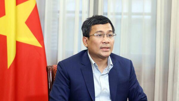 Thứ trưởng Ngoại giao Nguyễn Minh Vũ trả lời phỏng vấn các cơ quan thông tấn báo chí. - Sputnik Việt Nam