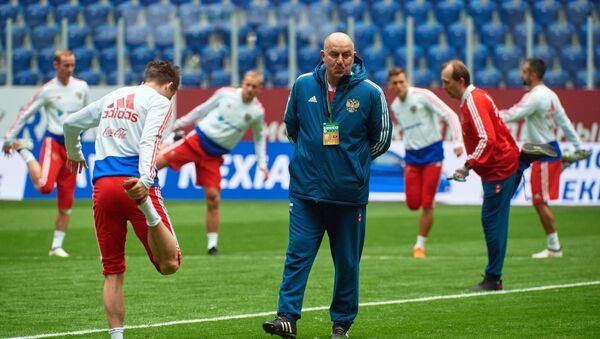 Huấn luyện viên trưởng đội tuyển quốc gia Nga  Stanislav Cherchesov  - Sputnik Việt Nam