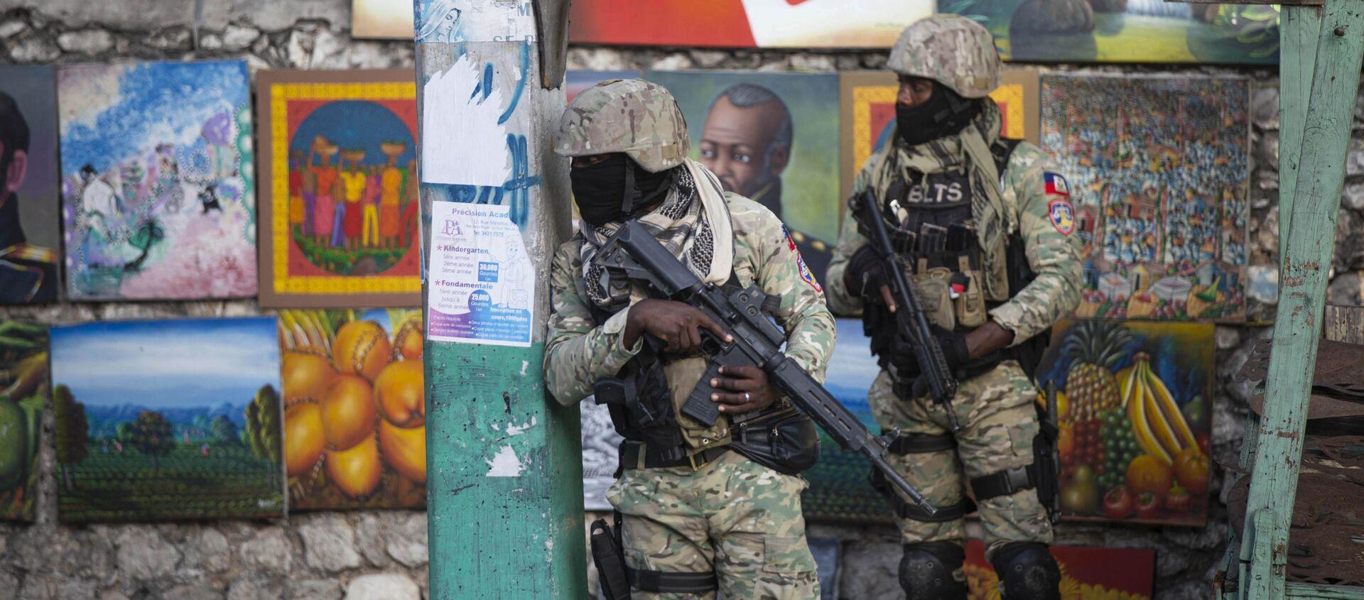 Các binh sĩ tuần tra Petion Ville, khu vực nơi cố Tổng thống Haiti Jovenel Moise sinh sống, ở Port-au-Prince, Haiti - Sputnik Việt Nam, 1920, 09.07.2021