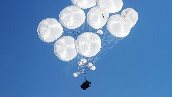 Thả dù các phương tiện tấn công đường không trên thao trường Raevsky gần Novorossiysk - Sputnik Việt Nam