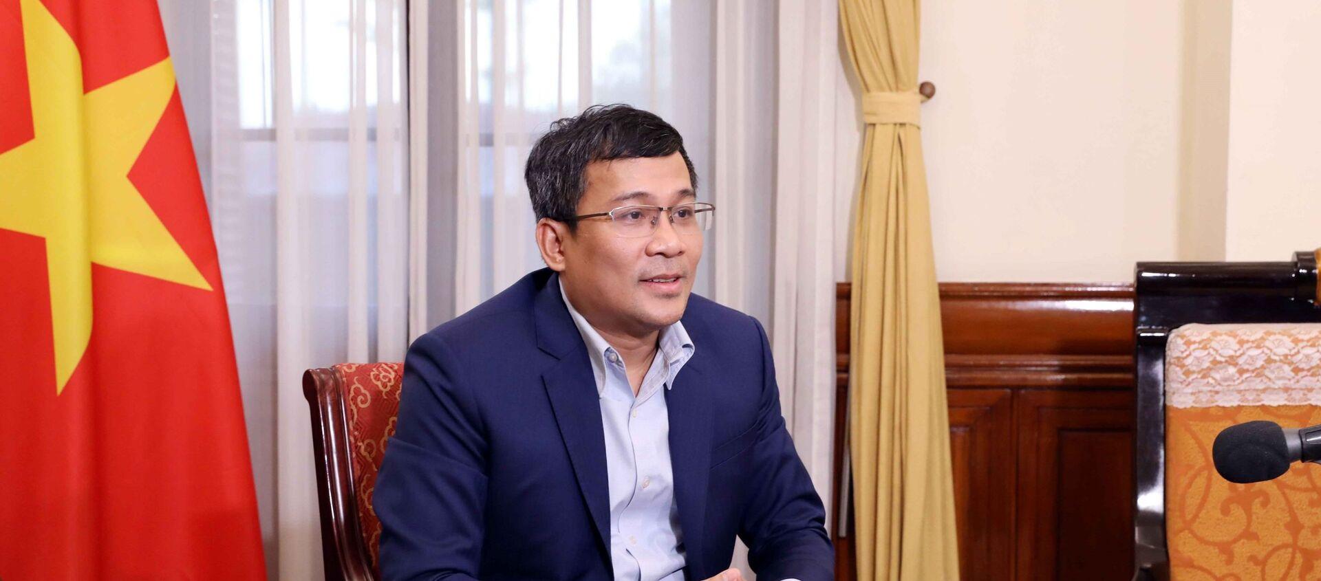 Thứ trưởng Ngoại giao Nguyễn Minh Vũ trả lời phỏng vấn các cơ quan thông tấn báo chí. - Sputnik Việt Nam, 1920, 07.09.2021