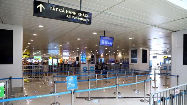 Khu vực làm thủ tục qua cửa an ninh vào trong sân bay gần như không có bóng người. - Sputnik Việt Nam
