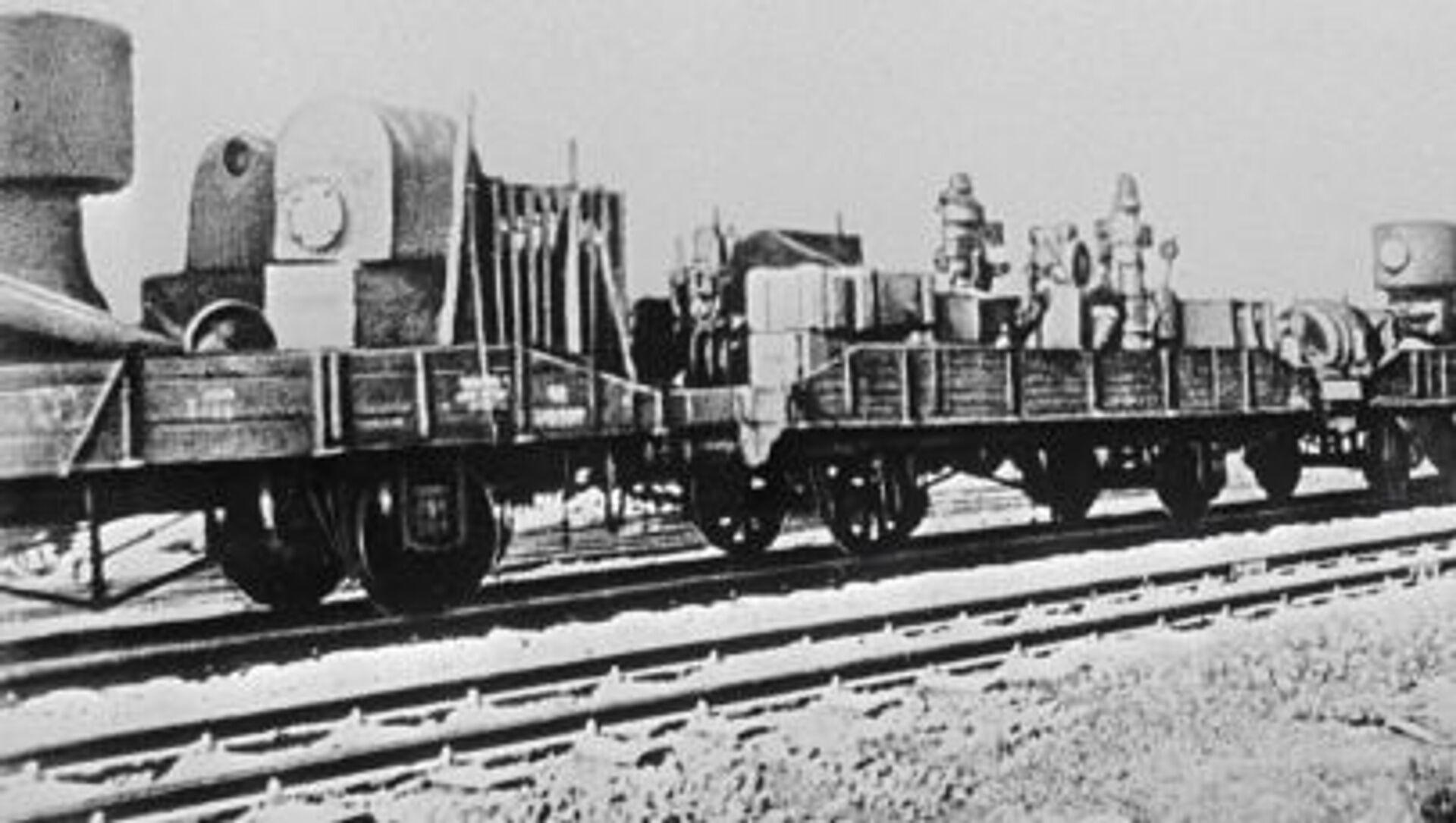 Một đoàn tàu với thiết bị từ nhà máy sơ tán đi về phía Đông trong Chiến tranh Vệ quốc Vĩ đại - Sputnik Việt Nam, 1920, 12.07.2021