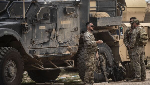 Quân đội Mỹ gần mỏ dầu Omar ở tỉnh Deir ez-Zor của Syria - Sputnik Việt Nam