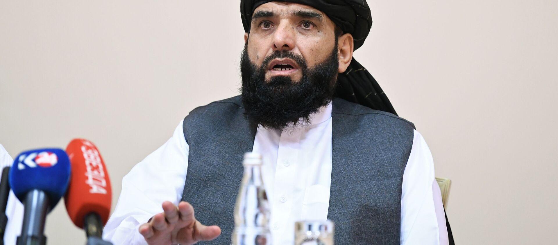 Đại diện phái đoàn của văn phòng chính trị của Taliban Mohammad Sohail Shahin tại một cuộc họp báo ở Moscow - Sputnik Việt Nam, 1920, 12.07.2021