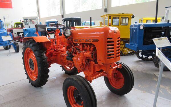 Máy kéo nông nghiệp và đô thị HTZ-DT-20. Động cơ diesel 1 xi lanh 18 mã lực. Liên Xô. 1958-1969. - Sputnik Việt Nam
