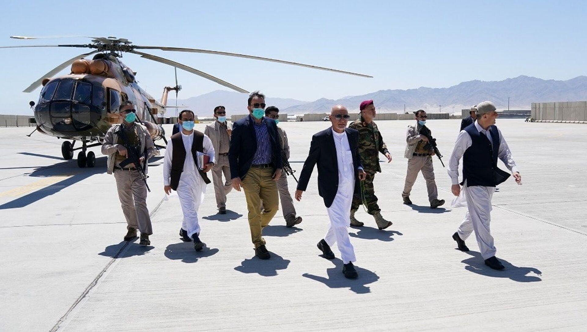 Tổng thống Afghanistan Ashraf Ghani trong chuyến thăm căn cứ không quân Bagram - Sputnik Việt Nam, 1920, 24.09.2021