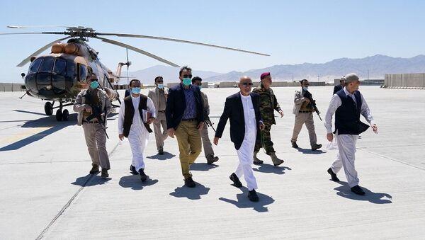 Tổng thống Afghanistan Ashraf Ghani trong chuyến thăm căn cứ không quân Bagram - Sputnik Việt Nam